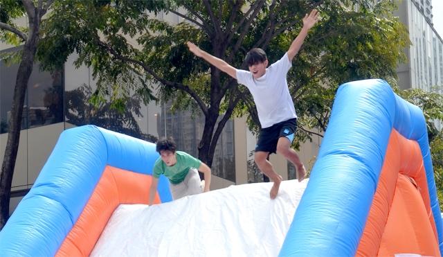 4-Inflatable slide